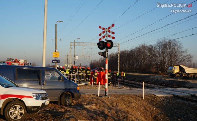 Tragedia w Koniecpolu. Polonez zderzył się z pociągiem