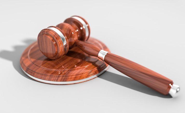 Radca prawny a adwokat. Gdzie udać się po pomoc prawną?