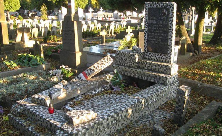 Zdewastowali historyczny grób