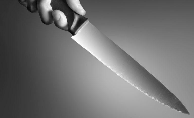 Z nożem na kontrolera biletów