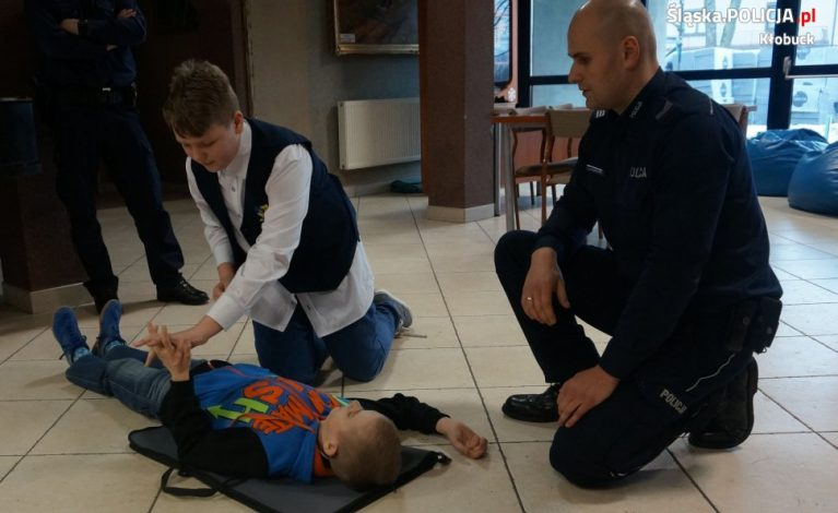 Dzielnicowy uczył, jak ratować życie