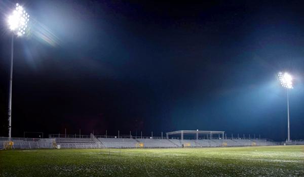 Jupitery rozbłysły na Miejskim Stadionie Piłkarskim Raków