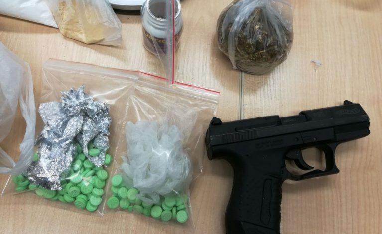 Narkotyki, lewy tytoń, broń bez zezwolenia