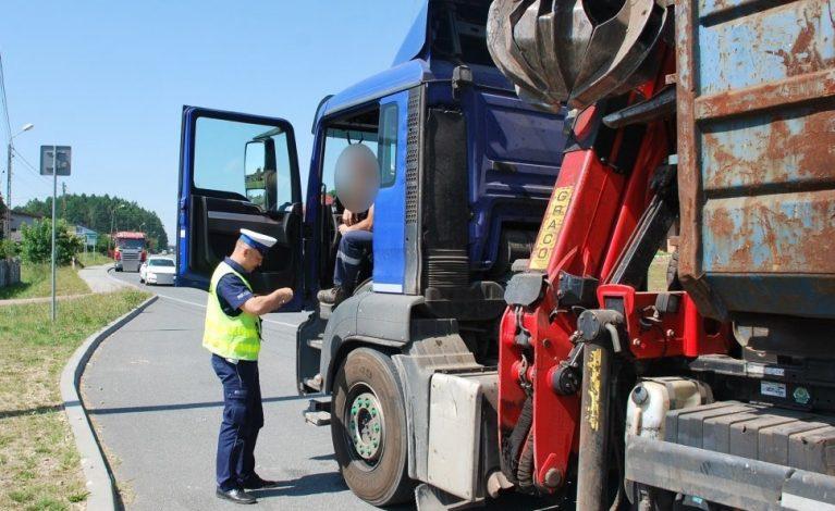 Kontrolowali samochody transportujące odpady