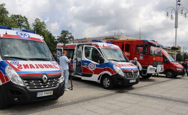 Nowe karetki i pojazdy dla straży