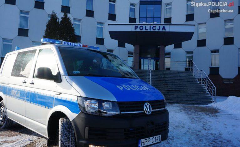 Częstochowscy policjanci z nowym radiowozem