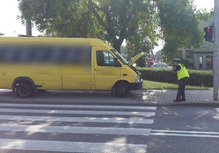 Osobówka zderzyła się z autobusem