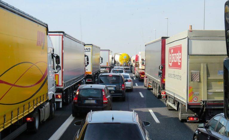 Protesty kierowców ciężarówek: zwolnią i zablokują drogi