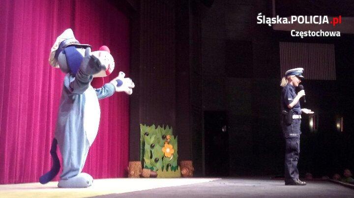 Policjantka i Sznupek w teatrze