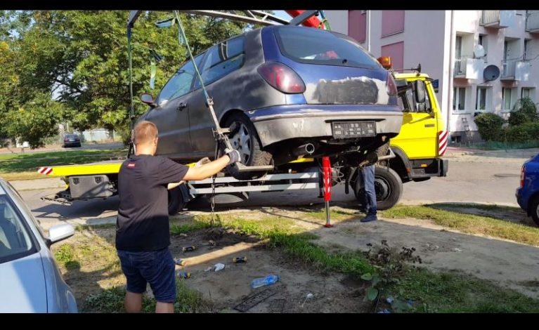 """Samochodowe """"wraki"""" znikają z częstochowskich ulic"""