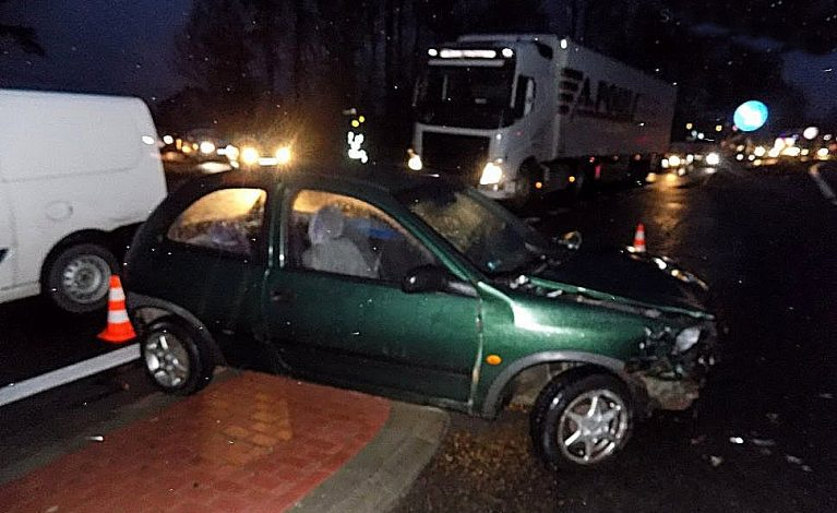Kompletnie pijana wsiadła za kierownicę. Spowodowała kolizję