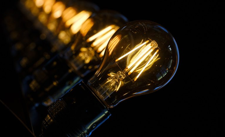 Ceny prądu pójdą ostro w górę – rząd dopłaci?