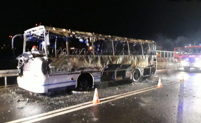 Kolizja w Rudnikach. Spłonął autobus