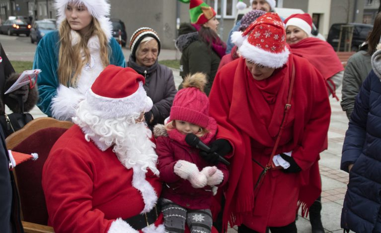 Świąteczny korowód z Mikołajem na czele