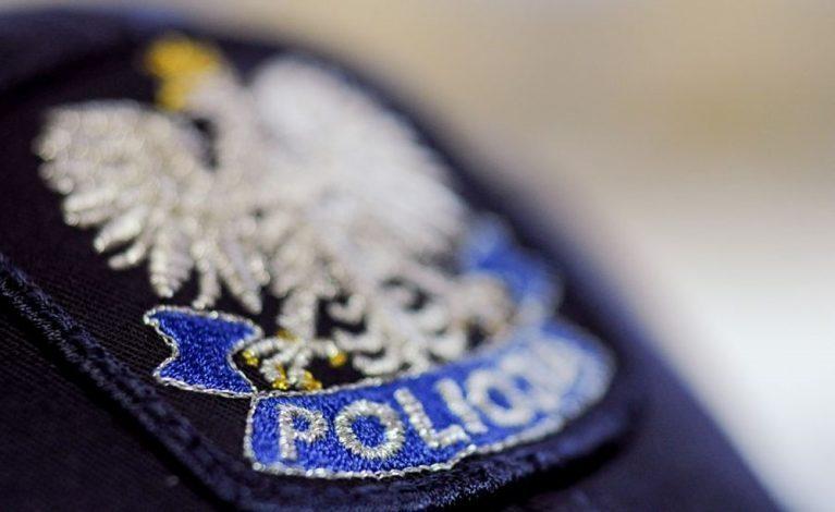 Z siekierą i nożem na policjantów