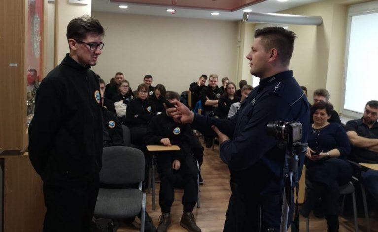 O współpracy policjantów z mediami