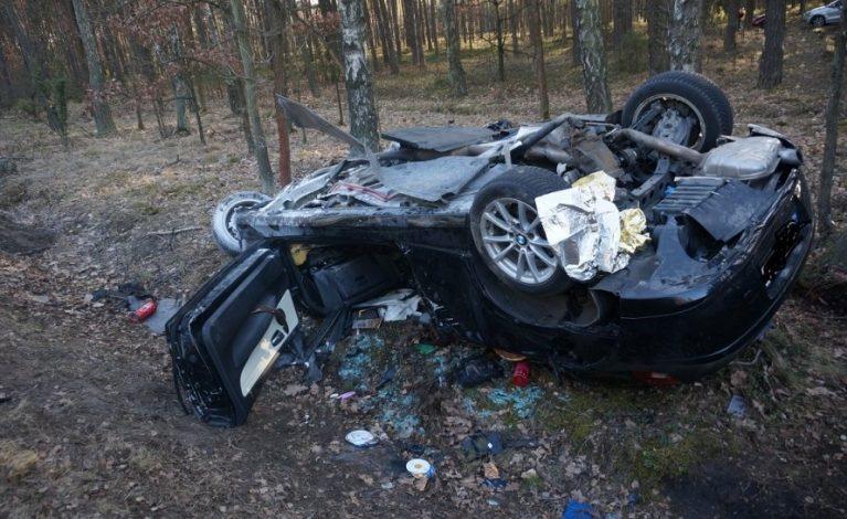 Tragedia na drodze. Podczas wyprzedzania stracił panowanie nad pojazdem