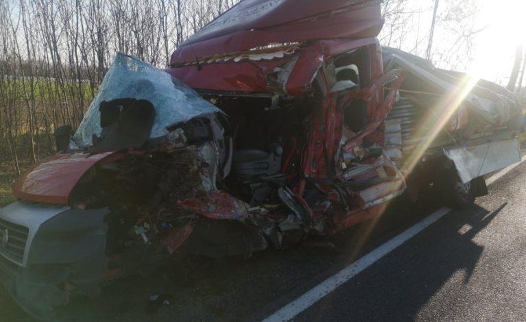 Poważny wypadek za Opatowem. Droga całkowicie zablokowana