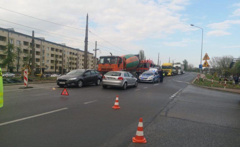 Wypadek na przejściu. Jeden kierowca zatrzymał się, drugi nie…