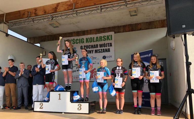 Zawodnicy klubu Kolejarz-Jura z medalami