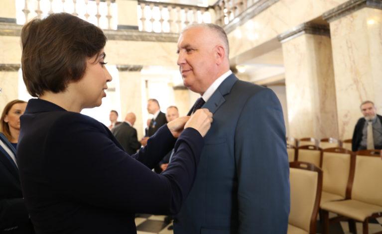 Wójt gminy Poczesna z medalem prezydenta RP