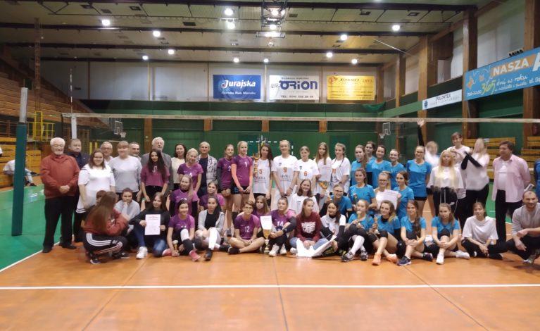 Rywalizacja amatorskich żeńskich zespołów młodzieżowyc