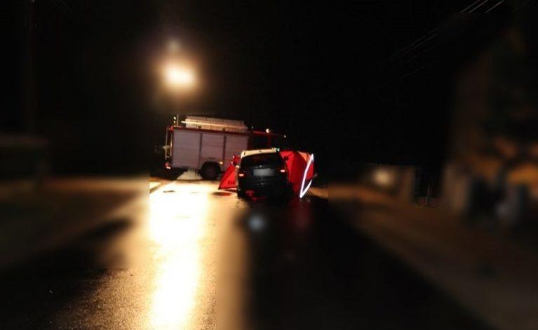 70-latek leżał na jezdni. Najechał na niego samochód…