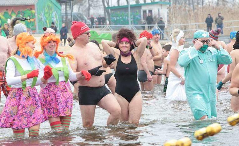Miłośnicy lodowatych kąpieli spotkali się w Blachowni
