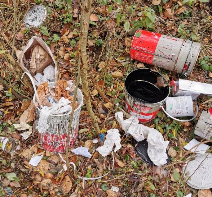 Z sąsiedniej gminy przywiózł śmieci i wyrzucił je na Wyczerpach