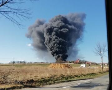 Pożar w zakładzie w Mokrzeszy [VIDEO]