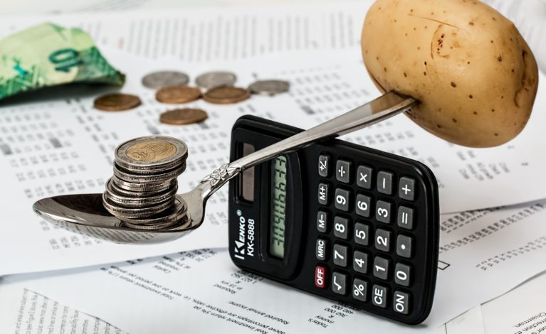 Kredyt gotówkowy w bankach i instytucjach pozabankowych