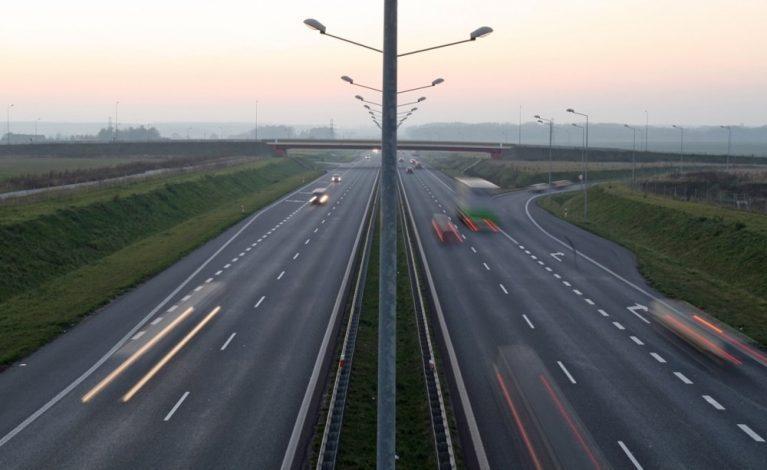 Oświetlenie autostradowe w pobliżu Częstochowy