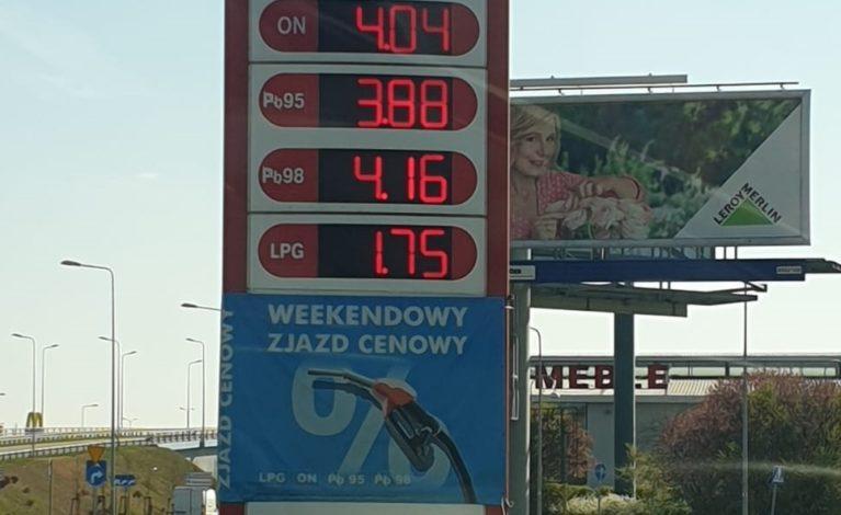 Rekordowo niskie ceny na stacjach paliw