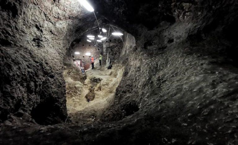 Jaskinie pod zamkiem