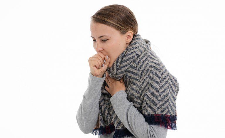 Badania: gorączka, kaszel, potem bóle mięśni – w takiej kolejności pojawiają się objawy COVID-19