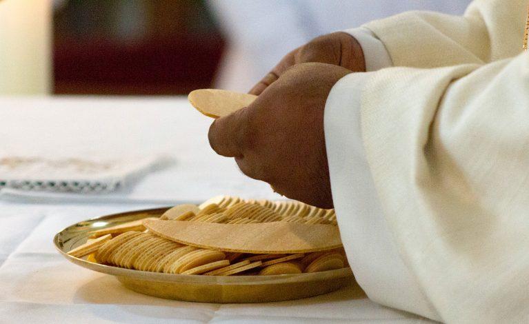 Uwaga! Sanepid poszukuje uczestników mszy