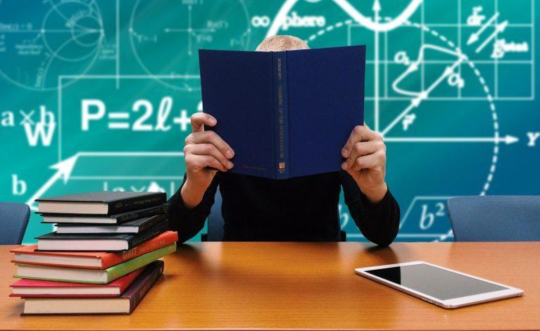 Nauka w szkołach średnich częściowo lub całkowicie zdalna