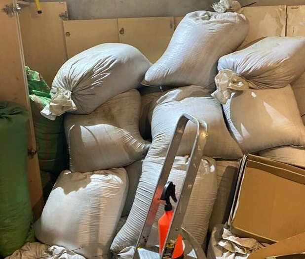 Częstochowscy policjanci odkryli pod Poznaniem nielegalną fabrykę papierosów
