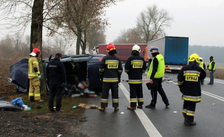 32-letni kierowca wjechał w ciężarówkę. Nie żyje…
