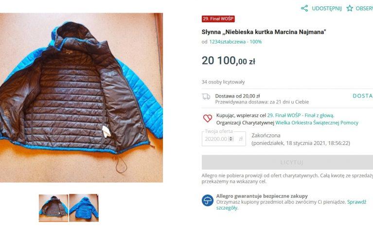 """Słynna """"Niebieska kurtka Marcina Najmana"""" wylicytowana za ponad 20 tys. złotych"""