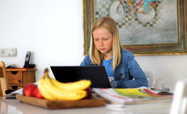 Dziecko w sieci. Zadbaj o jego bezpieczeństwo