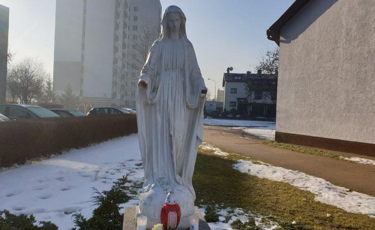 Odrąbali dłonie figurze Matki Boskiej