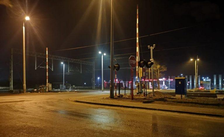 O krok od tragedii: uszkodził rogatki kolejowe