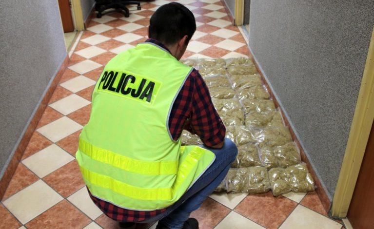Ponad 13 kilogramów tytoniu bez polskich znaków akcyzy