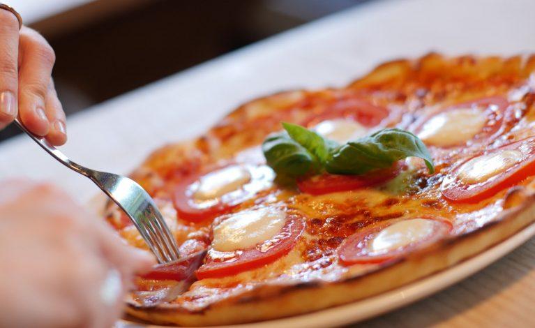 Pomimo obostrzeń i interwencji policji nie zamknęli pizzerii