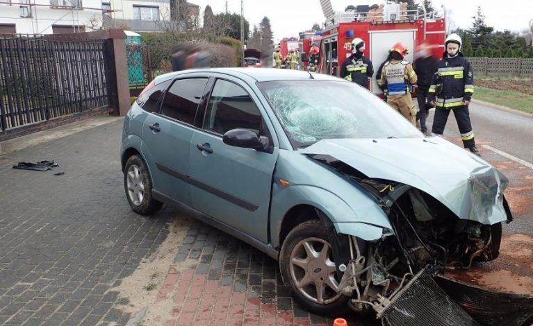 Uderzyła w zaparkowany samochód. Była pijana…