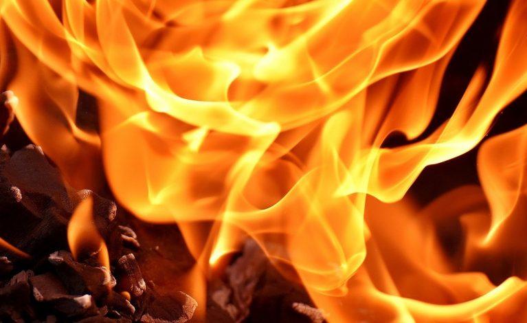 Próbował podpalić dom. Wewnątrz była rodzina