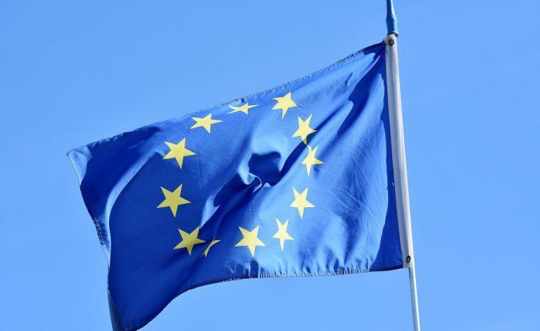 KE: państwa członkowskie uzgodniły specyfikacje techniczne paszportów szczepień