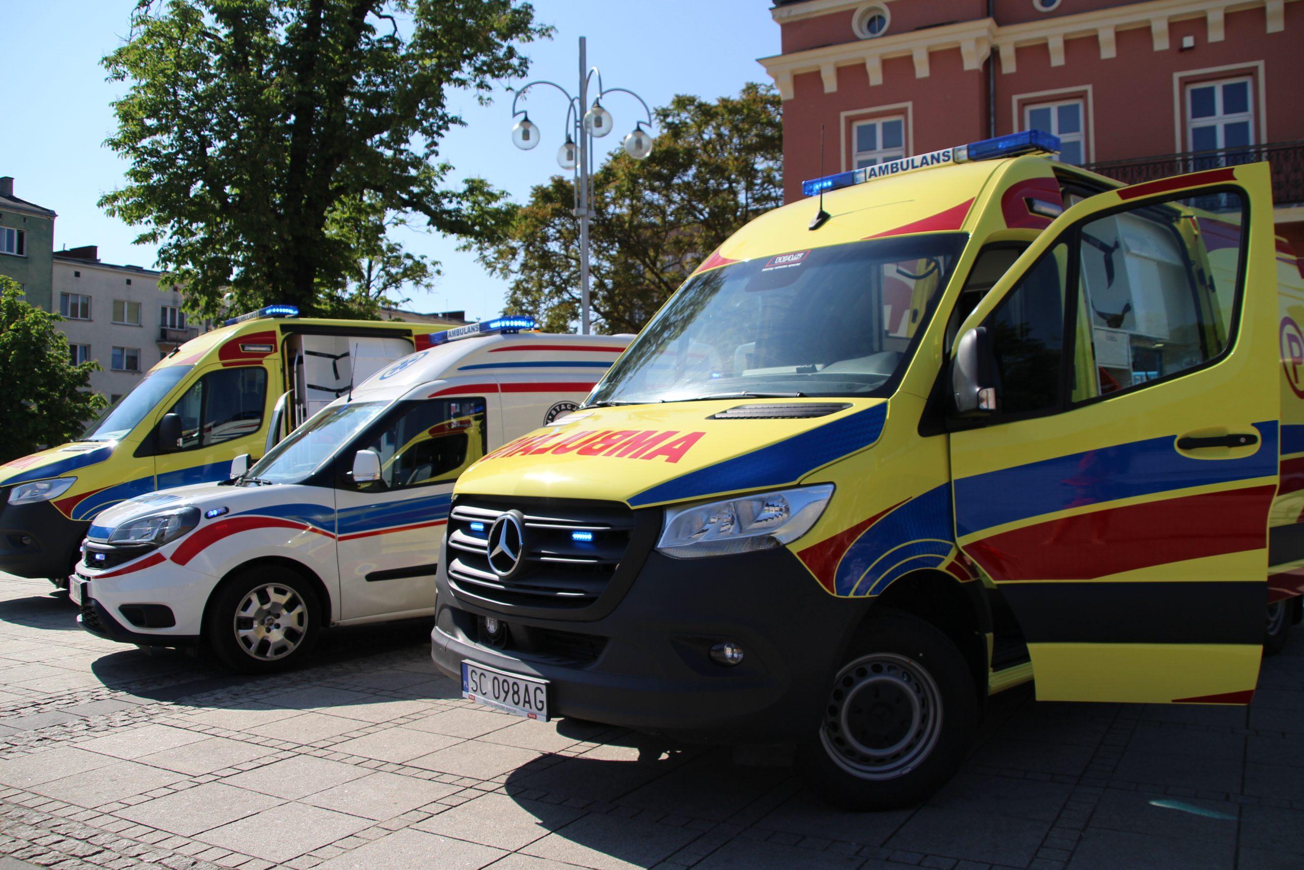 Pogotowie kupiło dwa specjalistyczne ambulanse i karetkę transportową