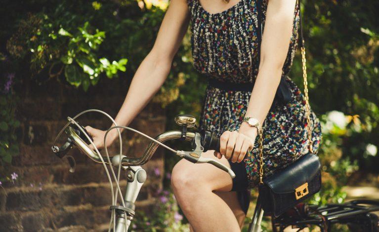 Modne i przykuwające uwagę sukienki na lato